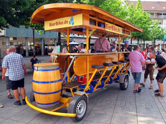 800px-Beer_Bike_Ulm_Germany_IMG_5911s